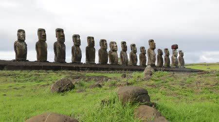 arqueológico : in chile rapa nui the antique and mysteriuos muai statues symbol of an ancien culture