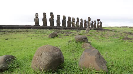 civilização : in chile rapa nui the antique and mysteriuos muai statues symbol of an ancien culture