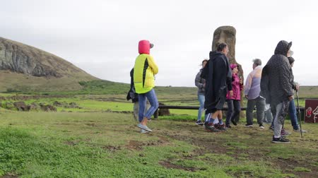 arqueológico : unidentified people walking near the antique cave of the muai statue Stock Footage