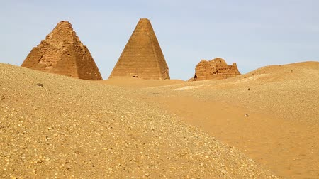 lugar famoso : in africa sudan napata karima the antique pyramids of the black pharaohs in the middle of the desert