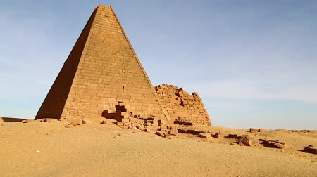 霊廟 : in africa sudan napata karima the antique pyramids of the black pharaohs in the middle of the desert