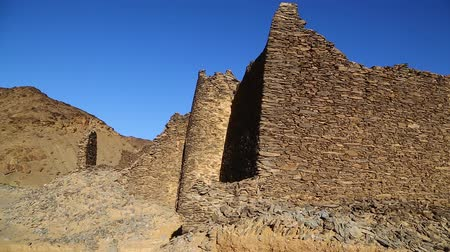 királyi : in africa sudan berenice the antique temple of the black pharaohs in the middle of the desert Stock mozgókép