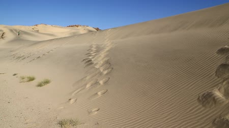 área de deserto : in the middle of the desert