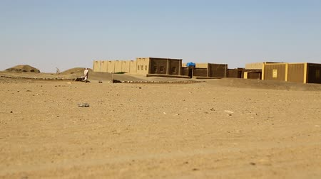 törzsi : in sudan africa the house in the nubian desert concept of wild and adventure Stock mozgókép