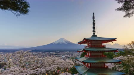 montar : 4K Day to night timelapse of Mt. Fuji with Chureito Pagoda in spring, Fujiyoshida, Japan