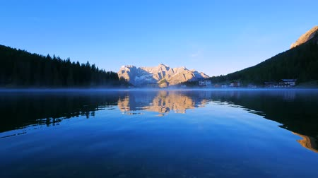 reflexão : Lake Misurina at sunrise, Dolomite Mountains, Italy