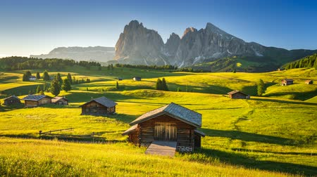 dolomiti : 4K Time lapse of sunrise view from Seiser Alm (Alpe di Siusi), Dolomites, Italy Stock Footage
