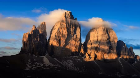 dolomit : 4K Time lapse of Tre cime mountain at sunrise, Dolomites, Italy