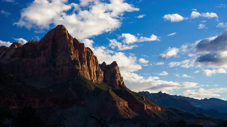 mês : 4K Timelapse of Watchman viewpoint, Zion National Park, Utah, USA