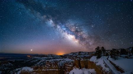 astro : 4K Timelapse of Mliky way over the Bryce Canyon, Utah, USA
