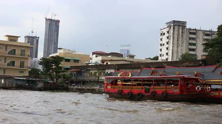 habitable : BANGKOK, THAILAND - November 15, 2017: View of the city from the boat. The journey on the Chao Phraya river. Traditional water transport. Travel in Asia.