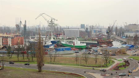 área de trabalho : GDANSK, Poland - APRIL 21, 2018: industrial area of shipyard. View of the city from the terrace of the Museum of World War II