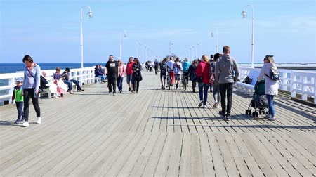 túmulo : Sopot, Poland - April 20, 2018: Crowds of tourists at the Pier in Sopot (Sopockie Molo). Famous polish touristic attraction