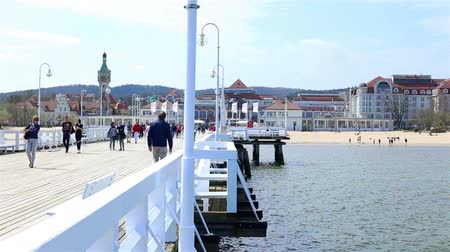 baltské moře : Sopot, Poland - April 20, 2018: Crowds of tourists at the Pier in Sopot (Sopockie Molo). Famous polish touristic attraction