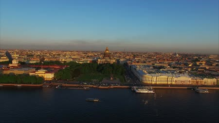 vasilevsky : 4k aerial shot of Saint-Petersburg with view on river Neva, Admiralty and Isaacs cathedral shot Stock Footage