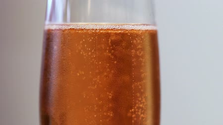 espumante : Sparkling wine in glass slowmotion
