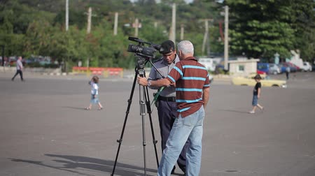 videocamera : HAVANA, CUBA - DECEMBER 23, 2011: Cameraman shooting video in the city Stock Footage