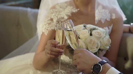 espumante : Bride and groom clinking glasses with champagne indoors