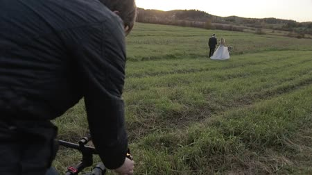 dop : Cameraman shooting wedding video with electronic steadicam