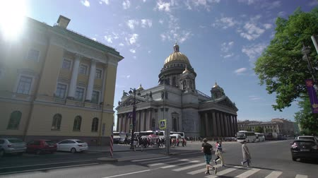 zászló : SAINT-PETERSBURG, RUSSIA - JUNE 2, 2018: Isaacs Cathedral exterior building at summer day