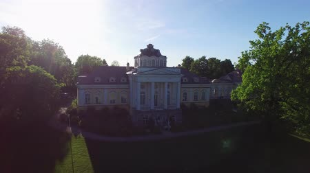 kolumny : Historical palace building at the evening aerial Wideo