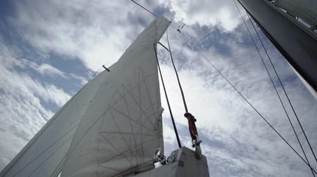 regaty : Sail on sailing yacht at windy sunny day Wideo