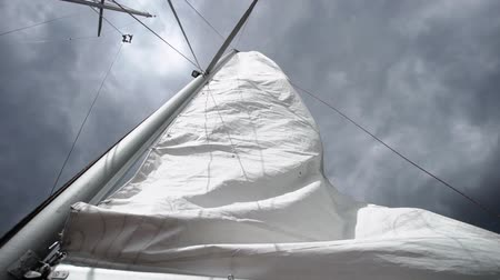 yat yarışı : Sail on sailing yacht at windy sunny day Stok Video