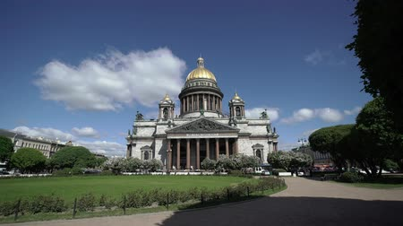 st isaac's cathedral : Saint-Petersburg Isaacs Cathedral at sunny summer day