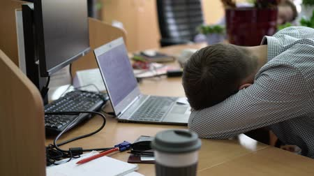 unalom : People sleeping in office at work places Stock mozgókép