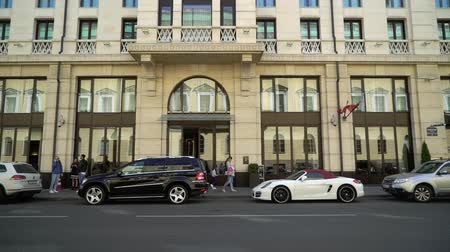 logotype : SAINT-PETERSBURG, RUSSIA - AUGUST 4, 2018: Luxury cars near hotel building in a city