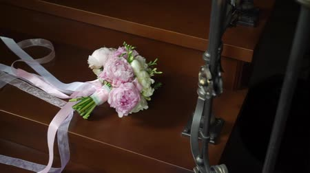 piwonie : Wedding Bouquet of white and pink Peonies with ribbons Wideo