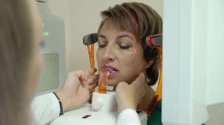 rezonans magnetyczny : Dental X-Ray Scanner and woman Patient