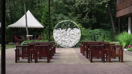 arranjo : Wedding. Wedding ceremony. Arch. Arch, decorated with white flowers standing in the woods, in the wedding ceremony area at summer day Vídeos
