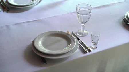 çatal : Banquet decorated table, with cutlery. Wedding decor in the banquet hall. Serving of a festive table, plate, napkin, knife, fork. Table setting decoration. Romantic Dinner or other events - wedding, anniversary, birthday.