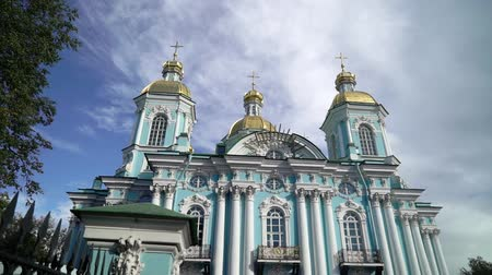 sinterklaas : St. Nicholas Naval Cathedral in Saint Petersburg Russia baroque Orthodox cathedral. Sunny day Stockvideo
