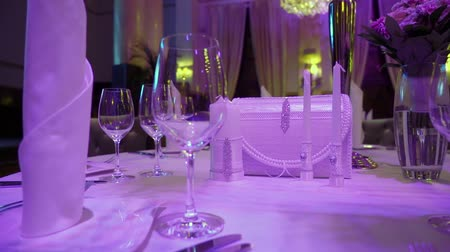 столовые приборы : Luxury restaurant interior. Banquet hall Стоковые видеозаписи