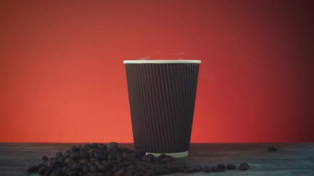 çay fincanı : Opened take-out coffee in cardboard cup