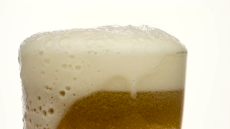 bira fabrikası : Glass of beer close-up with froth