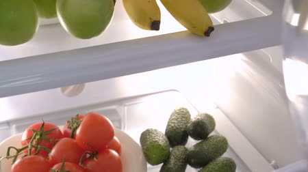 lodówka : Refrigerator with fruits and vegetables