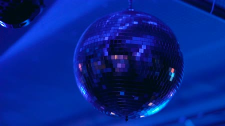 dyskoteka : Disco ball rolling in the night club.