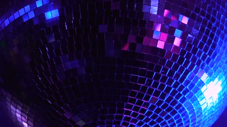 fényesen : Disco ball rolling in the night club.