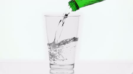 frescura : Pouring mineral water from glass green bottle