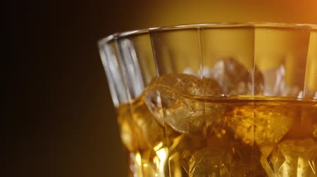 maltês : Whiskey on the rocks in an old fashion glass Stock Footage