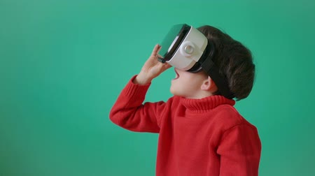 wizja : Boy using virtual reality headset with surprise expression. Wideo