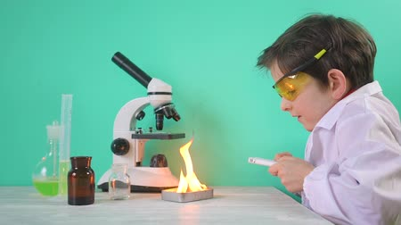 pediatria : Cute boy is making science experiments with fire