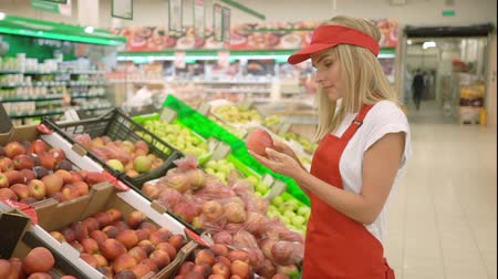 kciuk : Beautiful supermarket saleswoman in red uniform giving thumb up Wideo