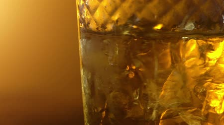 кубик льда : Ice cubes in a whisky