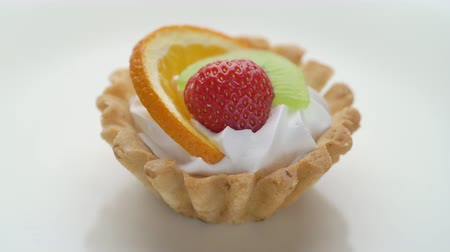 pite : Fruit dessert tart with whipped cream, strawberry and kiwi on white plate Stock mozgókép