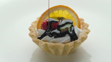 pite : Fresh homemade fruit tart with strawberry, orange, kiwi and chocolate sauce Stock mozgókép