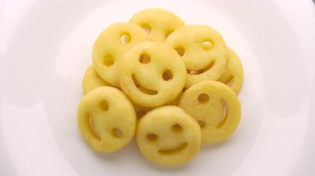 risonho : Smiley face french fries on white plate